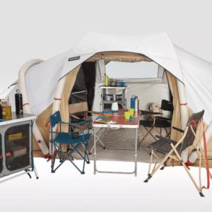 Stolik w namiocie